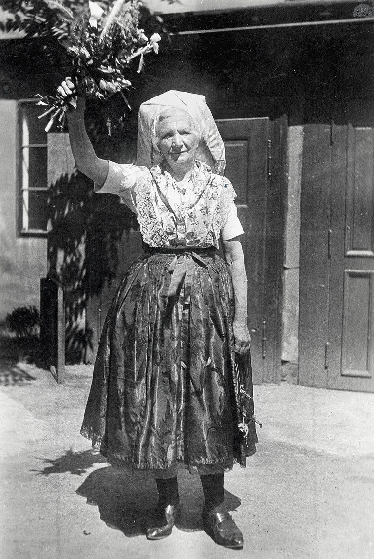 Marjana Domaškojc (1872–1946) wearing traditional Wendish clothing ca. 1940
